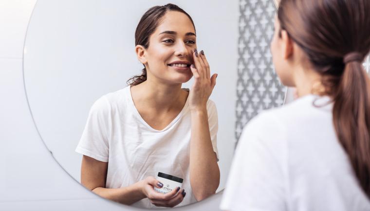 Pleťová maska pre citlivú a suchú pleť: Kozmetická rada Prameň Pokušenia